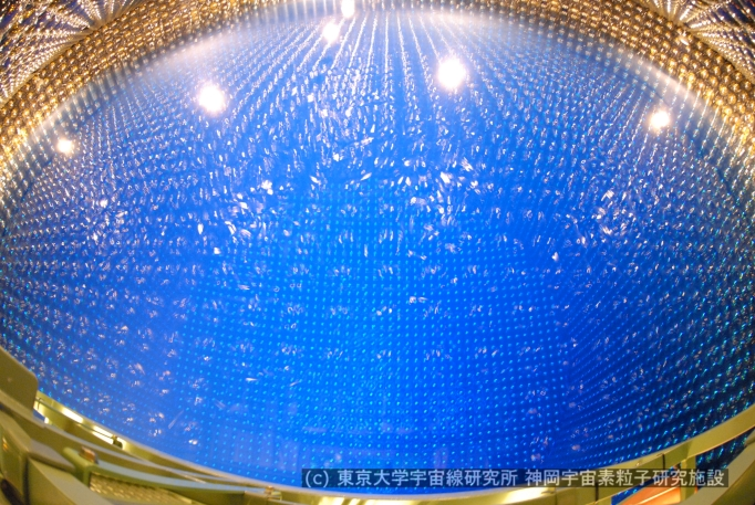Super Kamiokande. From the upper of the tank(Jun.26, 2006)<br>&copy; Kamioka Observatory, ICRR(Institute for Cosmic Ray Research)