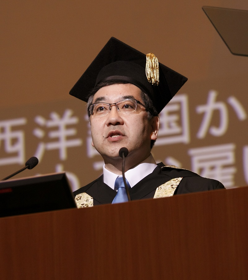 Figure 4: Gonokami giving the commencement address at his first entrance ceremony as president of the University of Tokyo<br>His powerful speech stressed the importance of an indefatigable spirit of inquiry.<br>Credit: Yuji Ozeki.