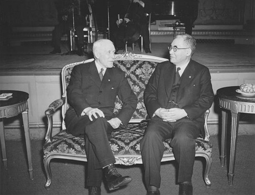 igure 3: Ambassador Kichisaburō Nomura (right) and Secretary of State Cordell Hull (left)