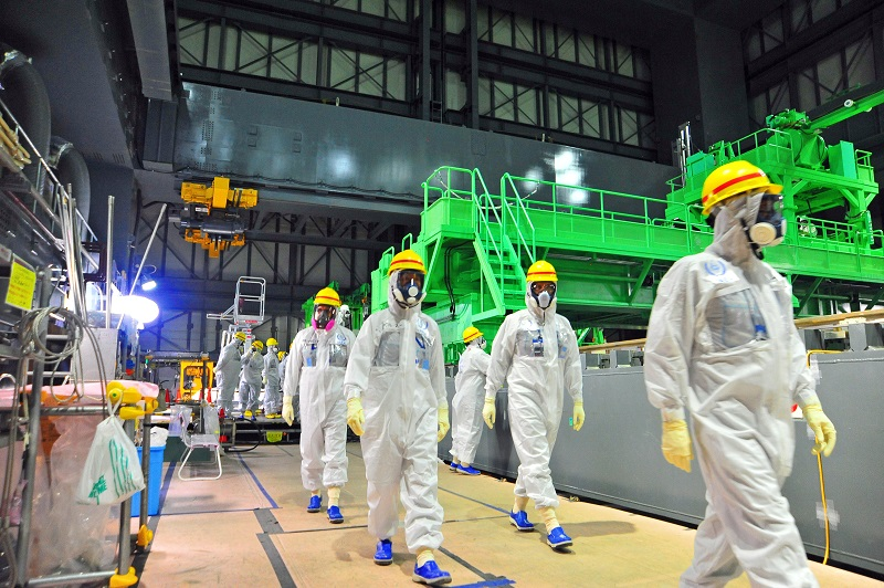 © IAEA Imagebank, on Flickr, https://www.flickr.com/photos/iaea_imagebank/, Photo Credit: Greg Webb / IAEAIAEA experts visiting TEPCO's Fukushima Daiichi Nuclear Power Station on 27 November 2013 looked at the fuel assembly removal process in Reactor Unit 4. Last week, TEPCO began moving nuclear fuel assemblies from Reactor Unit 4 to the Common Spent Fuel Pool.