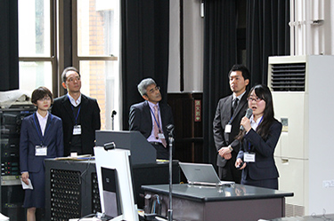 UTokyo undergraduate students and faculty members in charge presenting the project with the Australian National University