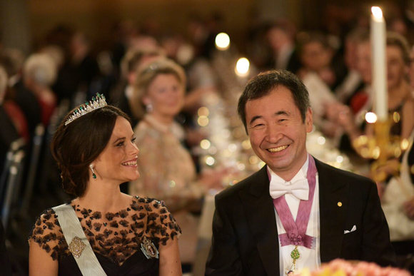Professor Kajita sitting next to Princess Sofia at the Nobel Banquet. (C) Nobel Media AB 2015/Alexander Mahmoud