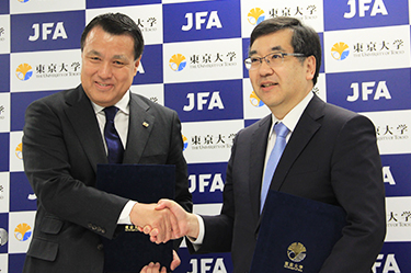 Commemoration Ceremony Held for the University of Tokyo-Japan Football Association Partnership Agreement