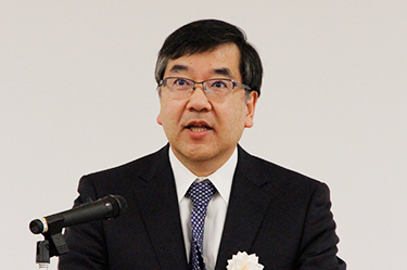 President Gonokami affirming his commitment to the Consortium during the ceremony
