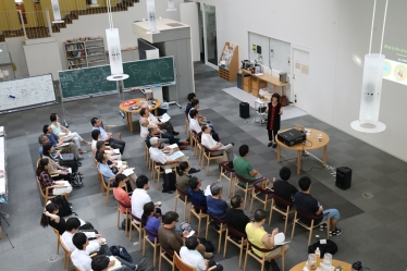 "Kavli IPMU Science Café: ""What Can a Particle Accelerator Discover?"" with Young-Kee Kim"
