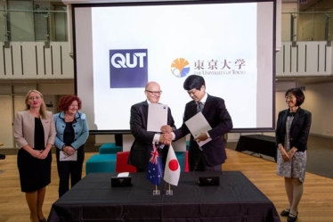 From left, Queensland Innovation Minister Kate Jones, QUT Vice-Chancellor Margaret Sheil AO, QUT Deputy Vice-Chancellor (International and Development) Professor Scott Sheppard, Professor Masakazu Sugiyama, and Keiko Yanai