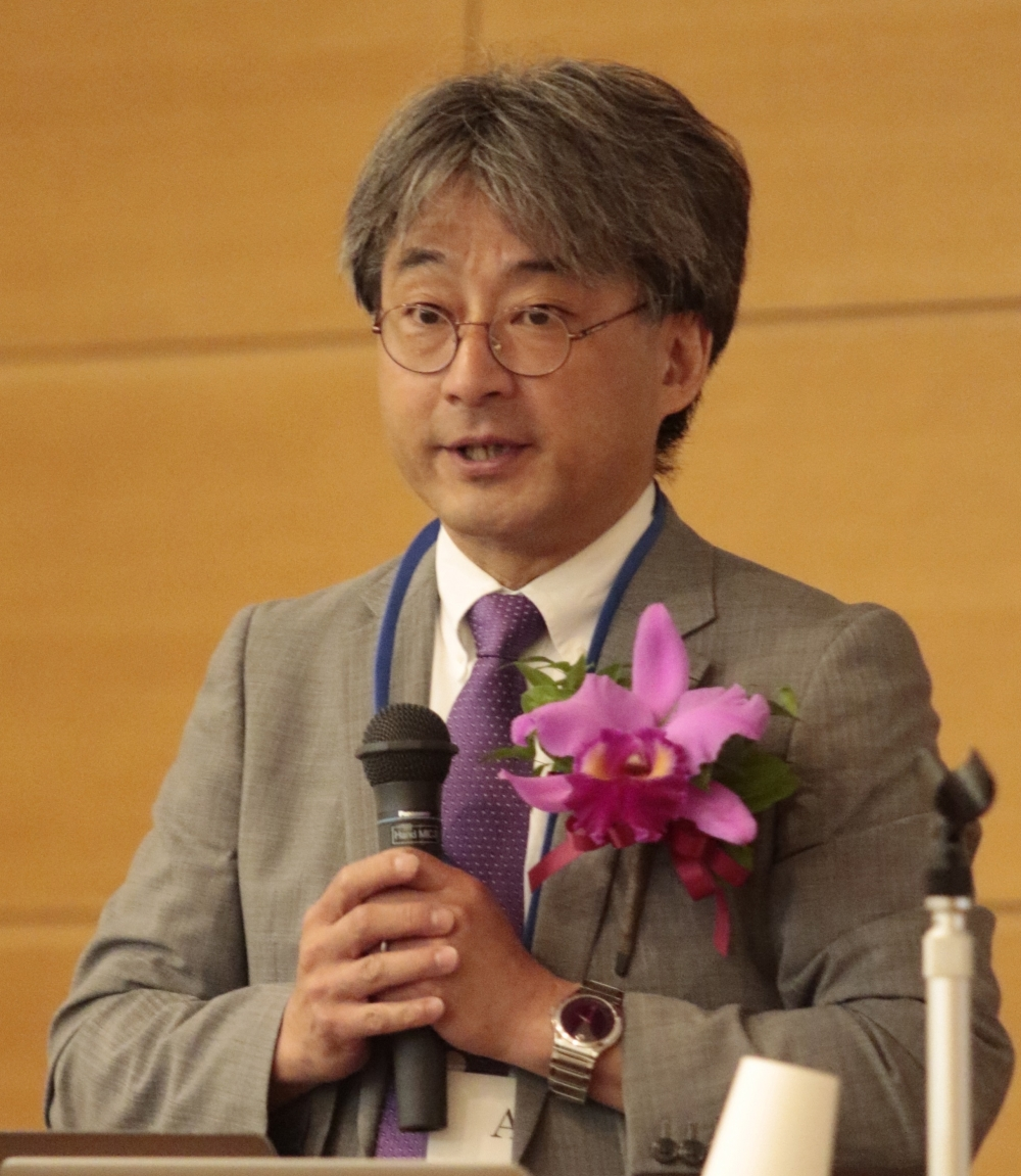 Professor Hitoshi Murayama, Kavli IMPU director, delivers speech.