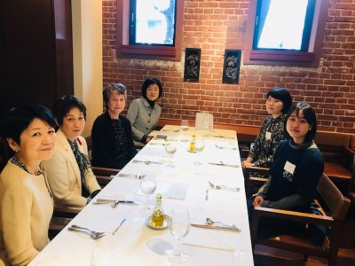 Encouraging Lunch for scholarship students (Restaurant Camellia, March 2019)